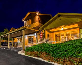 Best Western Topaz Lake Inn - Gardnerville - Building
