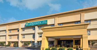 La Quinta Inn & Suites by Wyndham Savannah Southside - Savannah - Gebäude