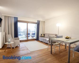 Frauscher Hafen-Apartments - Gmunden - Wohnzimmer