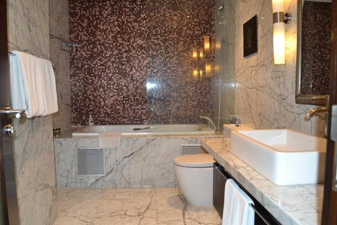 班加羅爾橡木高級威望酒店 - 邦加羅爾 - 班加羅爾 - 浴室