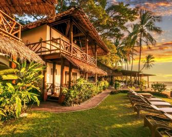 Atlantis Dive Resort Dumaguete - Dauin - Building