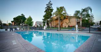 Best Western Plus Hill House - Bakersfield - Bể bơi