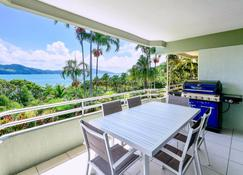 Beach Front Lagoon Lodge Apartments - Hamilton Island - Balcony