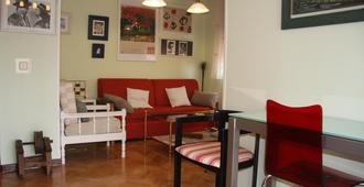 Beautiful penthouse with a large terrace, just 10 mins from Madrid City Center - Madrid - Wohnzimmer