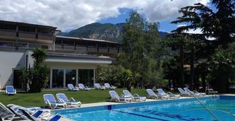 Hotel Villa Franca - Torbole - Pool