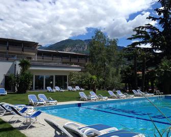 Hotel Villa Franca - Torbole - Havuz