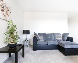 Week2week Beautiful Tynemouth Apartment 2 Bed 2 Bath - North Shields - Living room