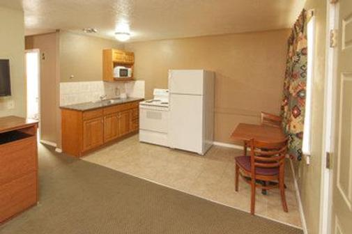 Nordic Inn & Suites - Portland - Kitchen
