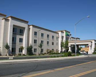 Holiday Inn Express Stockton Southeast - Stockton - Gebäude