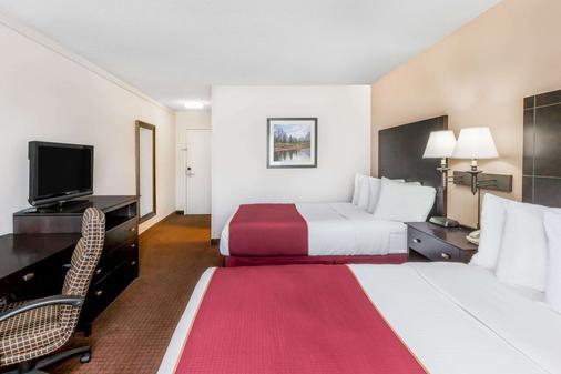 Ramada by Wyndham Grayling Hotel & Conference Center - Grayling - Schlafzimmer