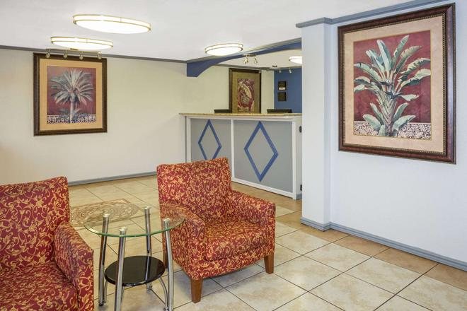 Travelodge by Wyndham Fort Myers North - North Fort Myers - Lobby