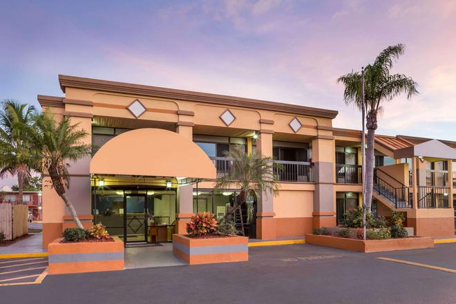 Travelodge by Wyndham Fort Myers North - North Fort Myers - Gebäude