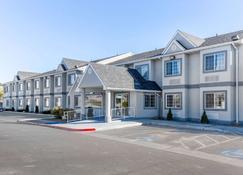 Quality Inn & Suites Elko - Elko - Rakennus