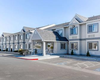 Quality Inn & Suites Elko - Elko - Edificio