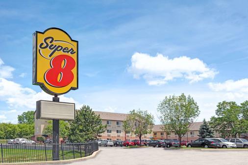 Super 8 by Wyndham Chicago O'Hare Airport - Elk Grove Village - Rakennus