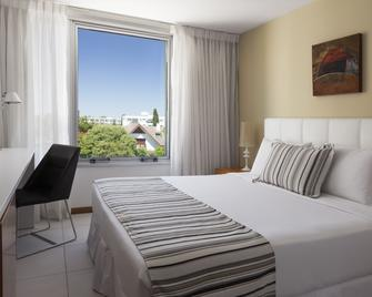 Real Colonia Hotel & Suites - Colonia del Sacramento - Schlafzimmer