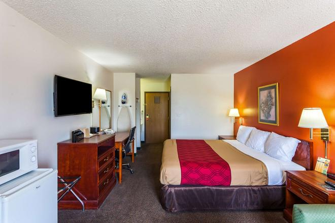 Econo Lodge - Lincoln - Bedroom