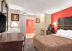 Days Inn by Wyndham Ridgefield NJ - Ridgefield - Bedroom