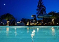 菲歐利塔別墅酒店 - 朱利亞諾瓦 - 朱利亞諾瓦 - 游泳池
