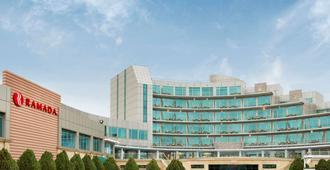 Ramada by Wyndham Baku - Baku - Gebäude