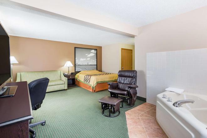 Super 8 by Wyndham Jefferson - Jefferson - Bedroom