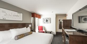 Edgewater Hotel - Whitehorse - Bedroom