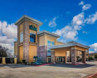 La Quinta Inn & Suites by Wyndham Beeville - Beeville - Будівля