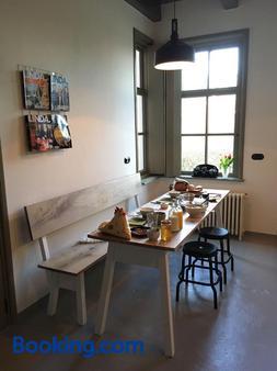 B&B In het Voorhuys - Zuidlaren - Dining room