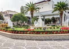 Best Western Hotel Rocca - Cassino - Rakennus