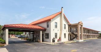 Super 8 by Wyndham Fredericksburg - Fredericksburg - Edificio