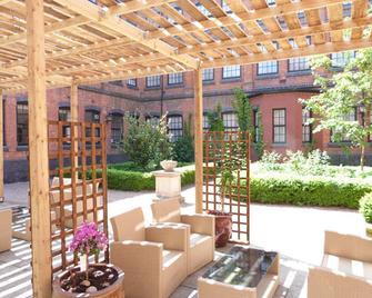 Fownes Hotel Worcester - Worcester - Patio