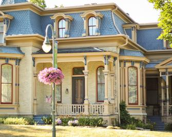 Hamilton House Bed and Breakfast - Whitewater - Gebouw