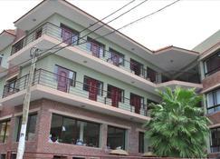 ホテル サントス ピナ - São Filipe - 建物