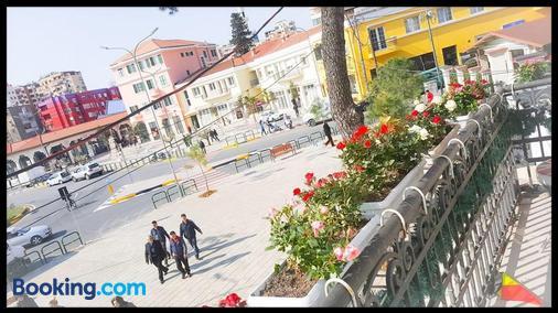 Hotel Jolly - Tirana - Cảnh ngoài trời