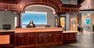Fairfield Inn & Suites Baltimore Downtown/Inner Harbor - Baltimore - Front desk