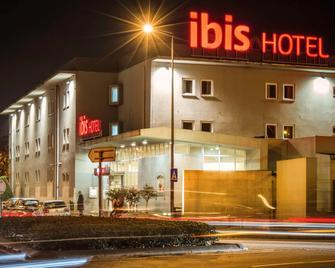 Ibis Guimaraes - Гімарайш - Building