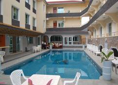 City Hill Hotel - Buyumbura - Piscina
