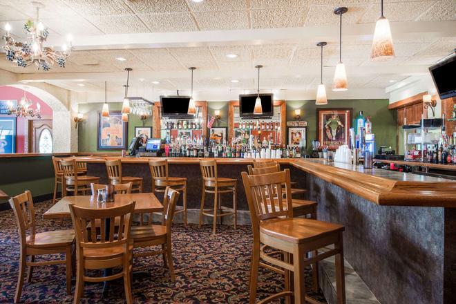 Super 8 by Wyndham Erie/I 90 - Erie - Bar