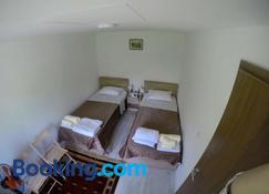 Garden Guesthouse - Gjakovë - Camera da letto