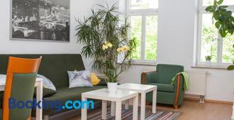 Ferienwohnung Leipzig Nord-Ost - Leipzig - Living room