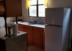 Sunflower Apartments Trinidad - Couva - ห้องครัว