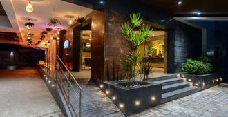 Howard Johnson by Wyndham Kolkata - Can-cút-ta - Toà nhà