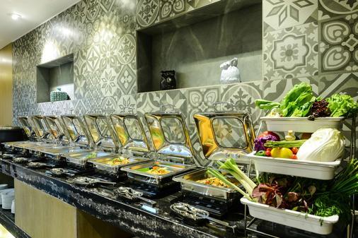 加爾各答豪生酒店 - 加爾各答 - 自助餐