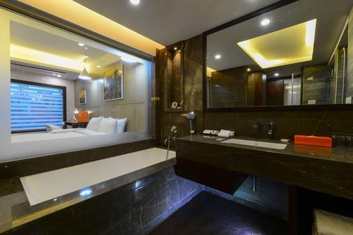加爾各答豪生酒店 - 加爾各答 - 浴室
