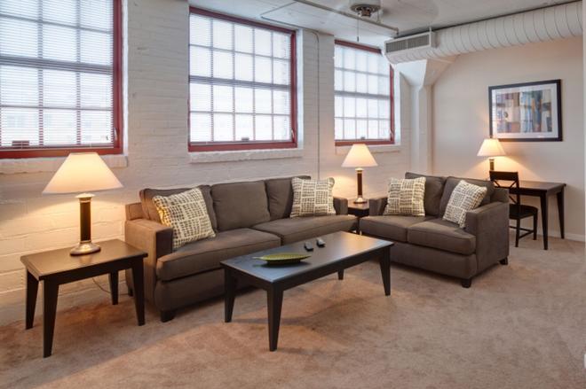 Bridgestreet At The Bingham - Cleveland - Living room