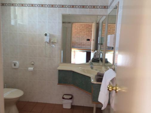 詹姆斯街汽車旅館 - 吐溫巴 - 土烏巴 - 浴室
