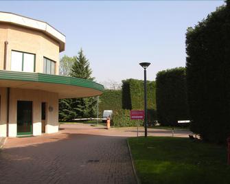 Dreamhotel - Montano Lucino - Außenansicht