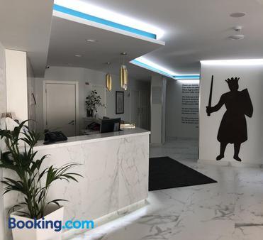 Hotel D. Dinis - Leiria - Front desk
