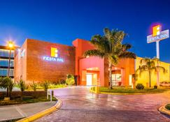 Fiesta Inn Monterrey La Fe - San Nicolás de los Garza - Κτίριο