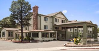 Days Inn & Suites by Wyndham East Flagstaff - Flagstaff - Edificio